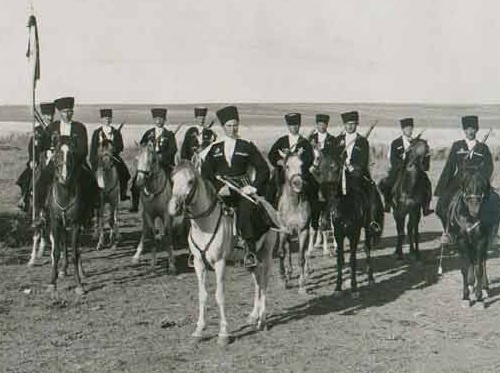 Circassian cavalrymen of french special troops of Levantian army in Syria, 1940-ies. Photo: Aheku.org
