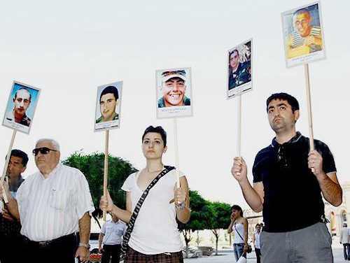 Relatives of the soldiers who perished in the army and rights defenders hold a protest action in front of the Armenian government. Yerevan, September 8, 2011