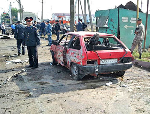 At the place of double explosion at police post 'Alyaska-30', Makhachkala, May 3, 2012. Photo: riadagestan.ru