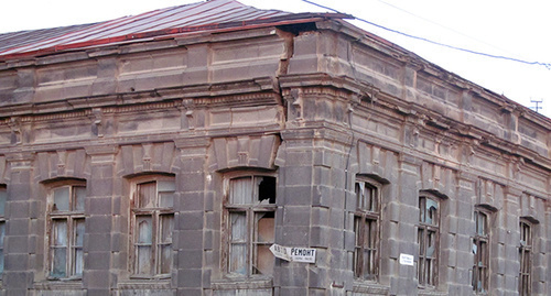 "House in Gyumri, Armenia. Photo by Tigran Petrosyan for the ""Caucasian Knot"""