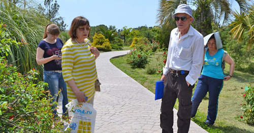 "Board of Trustees members carrieы out inspection at the Sochi arboretum ""Southern Plants"", Sochi, May 2015. Photo by Svetlana Kravchenko for the 'Caucasian Knot'."