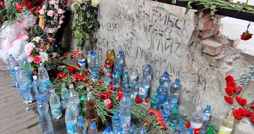 "Bottles with water and flowers in the school No. 1 gym. Beslan, September 3, 2015. Photo by Emma Marzoeva for the ""Caucasian Knot"""