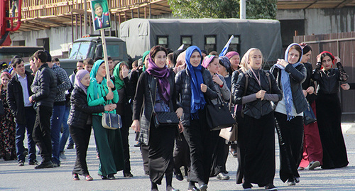 Grozny residents going to the rally. Photo by Magomed Magomedov for the 'Caucasian Knot'.