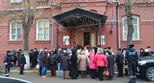 Rally in Volodarsky Street in front of the building of the Astrakhan Regional Duma. Photo by Elena Grebenyuk for the 'Caucasian Knot'.