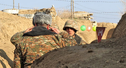 "The soldiers on the front line report on the current situation. Photo by Alvard Grigoryan for the ""Caucasian Knot"""