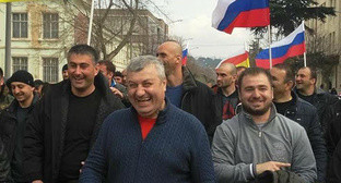 "Eduard Kokoity (in the center) with his supporters. Photo by Arsen Kozaev for the ""Caucasian Knot"""