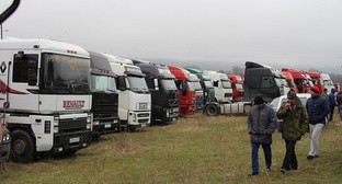 "Protest action of North-Ossetian truckers held on the ""Kavkaz"" Highway near the village of Kardjin, North Ossetia, March 27, 2017. Photo by Alan Tskhurbaev for the 'Caucasian Knot'."