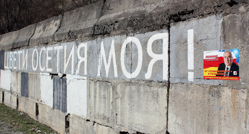 Inscription 'Flourish, my Ossetia!' made during referendum, April 9, 2017. Photo by Alan Tskhurbaev.