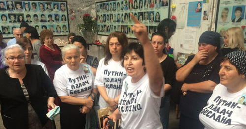 The participants of the protest action in the gym at school No. 1 in September 2016. Photo: Diana Khachatryan http://www.president-sovet.ru/