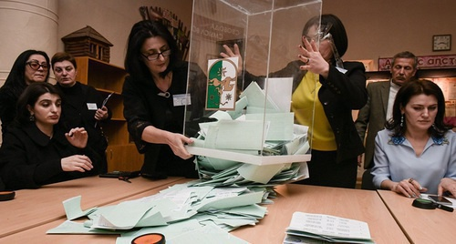 Counting ballots after the election in Abkhazia. Photo: Sputnik, Tomas Tkhaytsuk