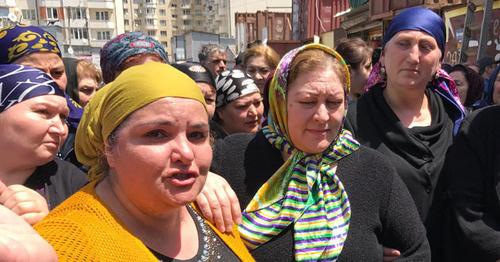 "Traders from the burned Makhachkala marketplace ""Dagelektromash"" at the protest action. Makhachkala, May 18, 2017. Photo by Patimat Makhmudova for ""Caucasian Knot"""