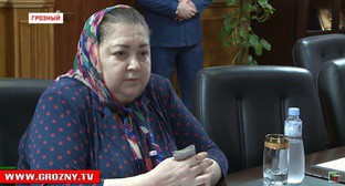 Yakha Beksultanova at the meeting with the officials of the city administration and the republic in the Mayoralty of Grozny. Screenshot of a video https://www.youtube.com/watch?v=AsAjQrf_tmk