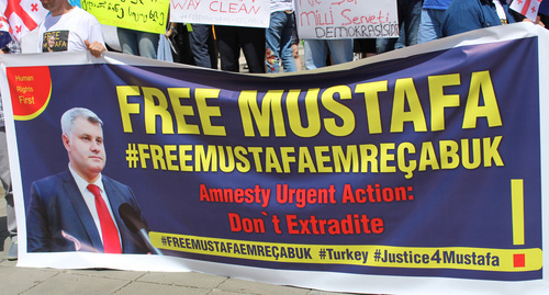 Banner: 'Free Mustafa. Amnesty Urgent Action: Don't Extradite'. Photo by Inna Kukudzhanova for the 'Caucasian Knot'.