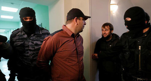 Tamerlan Eskerkhanov, Maxim Zmeev under convoy. Photo REUTERS