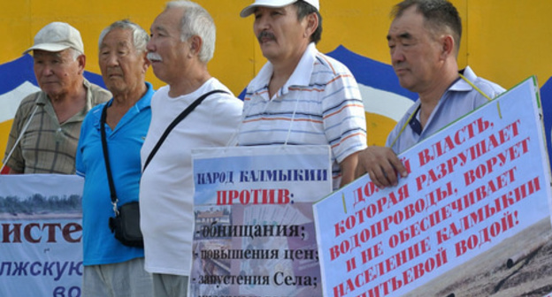 Rally in Elista demanding to solve problem with shortage of drinking water, August 15, 2017. Photo by Aslan Nikolaev for the Caucasian Knot.