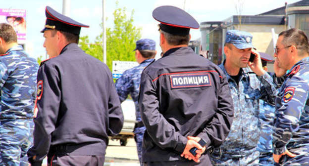 Policemen in Grozny. Photo by Magomed Magomedov for the Caucasian Knot.