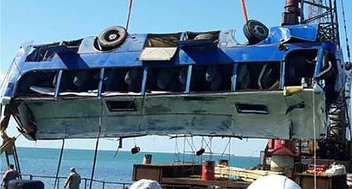 The bus after the fall into the Kerch Strait. Photo http://www.kerch.com.ru/articleview.aspx?id=68375