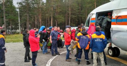 Evacuation of tourists from the mountainous zone of Mount Elbrus. Photo: Ministry of Emergency Situations of Russia