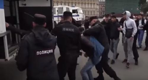 Police detain participants of rally action in support of Myanmar Muslims in Saint Petersburg. Screenshot: https://www.youtube.com/watch?v=G6VXFk5ywXk&t=64s