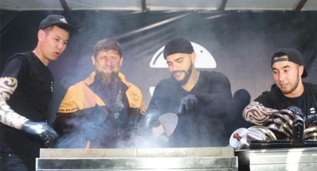 Ramzan Kadyrov (on the left) at the opening of the Timati's restaurant in Grozny on September 19, 2017. Photo https://chechnyatoday.com/content/view/306385
