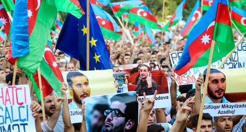 "The participants of the oppositional rally carry posters with the political prisoners' photos, flags of Azerbaijan and EU. Baku, September 23, 2017. Photo by Aziz Karimov for ""Caucasian Knot"""
