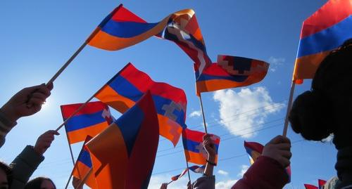 Residents of Stepanakert hold flags of Nagorno-Karabakh. Photo by Alvard Grigoryan for the Caucasian Knot.
