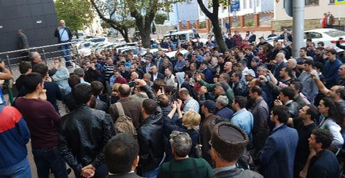 "Near the Krasnodar Territory Court where the session in the case of Ruslan Gvashev was to be held. October 5, 2017. Photo courtesy of the advocate Marina Dubrovina for the ""Caucasian Knot"""