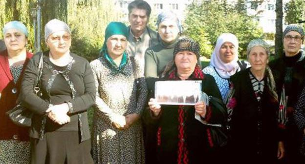 "Relatives of the victims in the attack on Nalchik committed on October 13, 2005. KBR, Nalchik, October 2012. Photo by Anna Arsenyeva for the ""Caucasian Knot"""