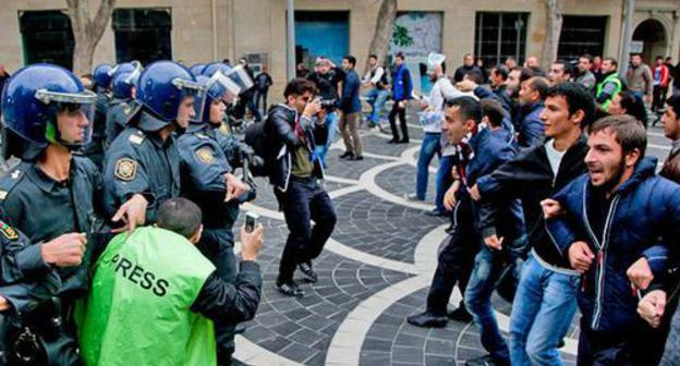 "A journalist got into a scuffle between the police and the opposition at the rally to demand the Parliament's resignation. November 17, 2012. Photo by Aziz Karimov for the ""Caucasian Knot"""