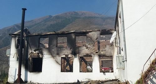 Burnt down building of the district administration in the village of Rutul. Photo from the website of 'Rutul News' newspaper (rutnov.ru)