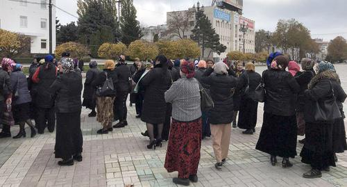"Victims of the fire at the Dagestani market ""Dagelektromash"" gathered at the protest action in the centre of Makhachkala. Photo by Patimat Makhmudova for the ""Caucasian Knot"""