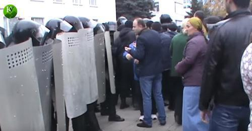 "The residents of the Volny aul (village) demanded at the rally to meet with Arsen Alakaev, Mayor of Nalchik. October 31, 2017. Screenshot of the video by the ""Caucasian Knot"""