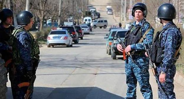 A police checkpoint in Chechnya. Photo http://runews24.ru/incidents/19/11/2017/504ef805373ef75bb44b7d46281fce0f