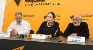 "Press conference at the 11th North-Caucasian Open Film and TV Festival ""Kunaki"". Photo © Sputnik / Tomas Tkhaytsuk http://sputnik-abkhazia.ru/Abkhazia/20171114/1022401292/amerikanskie-gorki-kunakov-suxum-primet-kinofestival.html"""