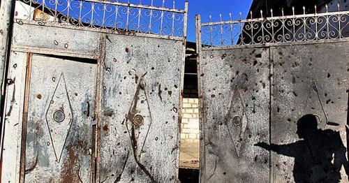 Gates of the house suffered from shelling. Photo by Famil Makhmudbeili for the Caucasian Knot.