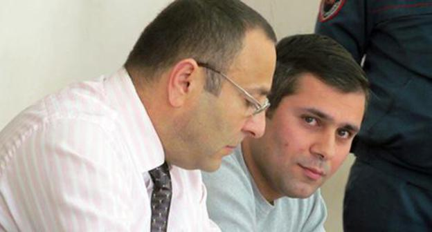 Activist Gevorg Safaryan (right) and his advocate Tigran Airapetyan. Photo by Tigran Petrosyan for the Caucasian Knot.