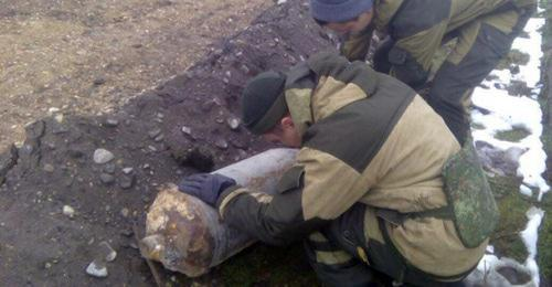 In the capital of Chechnya, experts have defused an unexploded bomb, which had been lying underground for more than 20 years. Photo by the press service of the Russian MfE for Chechnya http://95.mchs.gov.ru/pressroom/news/item/6213215/