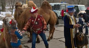 People celebrate Tsagaan Sar holiday in Elista. Photo by Badma Byurchiev for the Caucasian Knot.