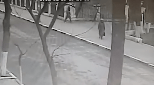 The surveillance footage. Photo: screenshot of the video published by Mash https://vk.com/mash?z=video-112510789_456242169%2Fvideos-112510789%2Fpl_-112510789_-1