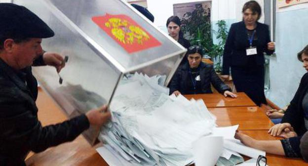 Ballot counting at polling station №1111 in Makhachkala. Photo by Murad Muradov for the Caucasian Knot.