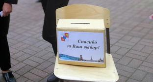 "Box of flyers ""Thank you for your choice!"" near Sochi election commission. Photo by Svetlana Kravchenko for the Caucasian Knot."