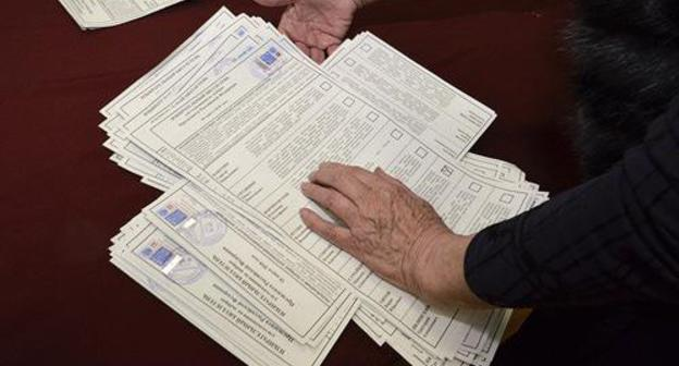 Counting of votes. Photo: REUTERS/Yuri Maltsev