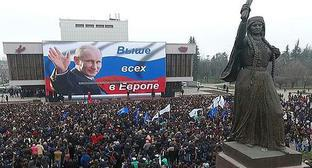 Thousands of people attend concert dedicated to the outcomes of presidential election in Russia under slogan 'Putin is our President!', Nalchik, March 19, 2018. Photo: http://glava.kbr.ru/kbr-events/news/meeting/13211-l-r-.html