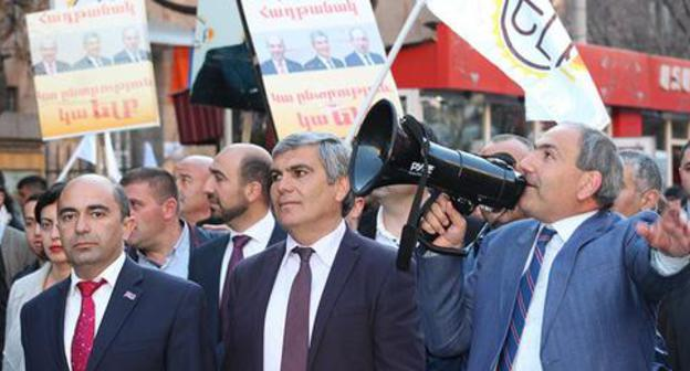 "Leaders of the ""Elk"" bloc Edmon Marukyan, Aram Sarkisyan and Nikol Pashinyan (from left to right) at pre-election march in Yerevan. Photo by Tigran Petrosyan for the Caucasian Knot."