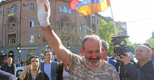 "Nikol Pashinyan, the leader of the demonstrators, was wounded in the clashes but came back to the rally. Yerevan, April 16, 2018. Photo by Tigran Petrosyan for the ""Caucasian Knot"""