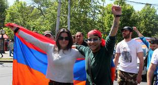 Protesters in Yerevan. Photo by Tigran Petrosyan for the Caucasian Knot