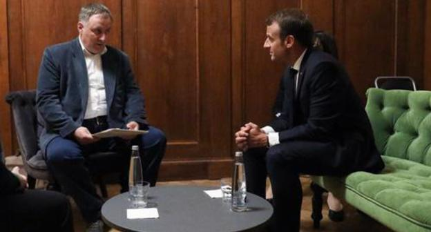 "Emmanuel Macron meets Alexander Cherkasov, the head of the Human Right Centre ""Memorial"". Photo: French President's official Twitter:   https://twitter.com/EmmanuelMacron/status/999791558554738690"