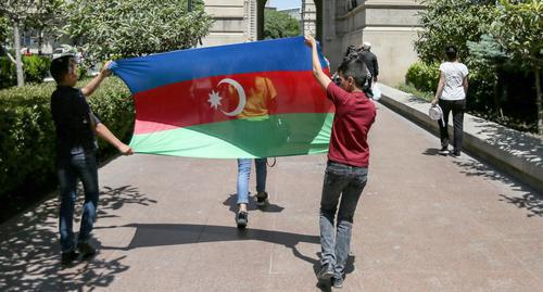 "Participants of the march are carrying the flag of Azerbaijan. Baku, May 28, 2018. Photo by Aziz Karimov for the ""Caucasian Knot"""