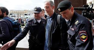 Peter Tatchell (centre). Photo: REUTERS/Glab Garanich