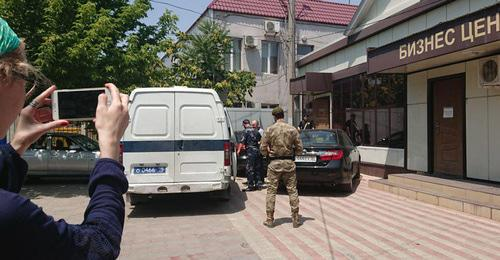 Oyub Titiev is taken away, July 3, 2018. Photo: press service of HRC 'Memorial'